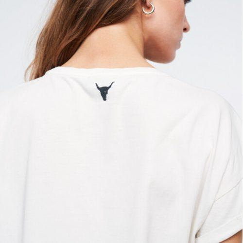 gaaf shirt van alix the label style washed t-shirt in de kleur creamy white met een herkenbare zwarte panter print